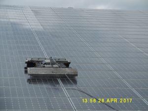 Robot nettoyage panneaux photovoltaiques SOLARWASH