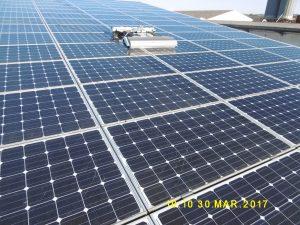 SOLARWASH - robot nettoyage panneaux photovoltaiques en action